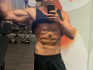 MuscleHunkBrad